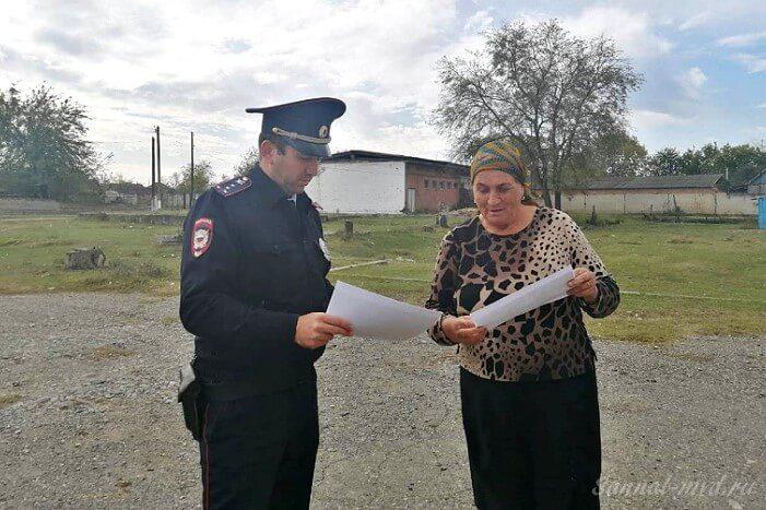 Полицейский и гражданка